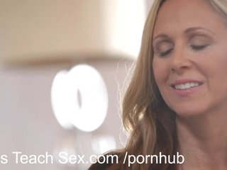 Halle Von & Julia Ann - Mom's Teach Sex